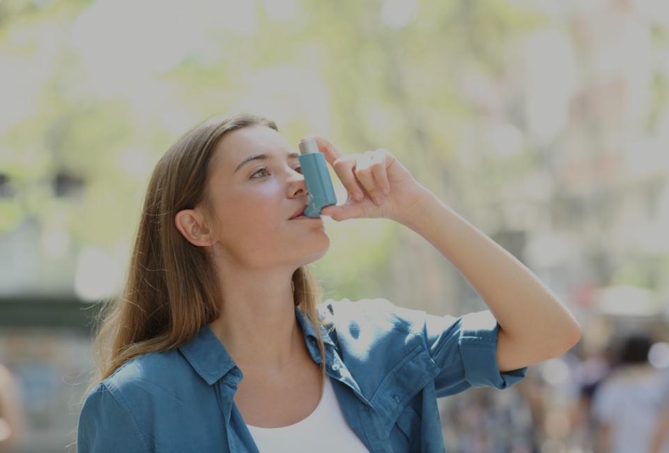 kobieta zinhalatorem