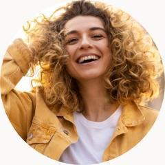 uśmiechnięta zdrowa kobieta